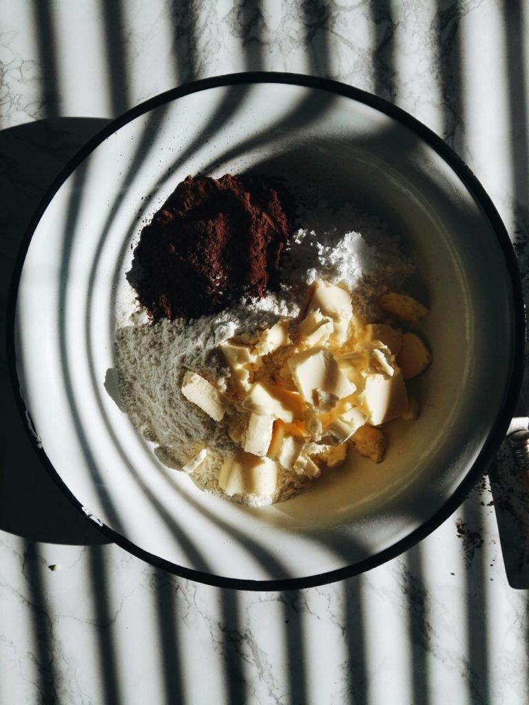 Podwójnie czekoladowa tarta z malinami 6