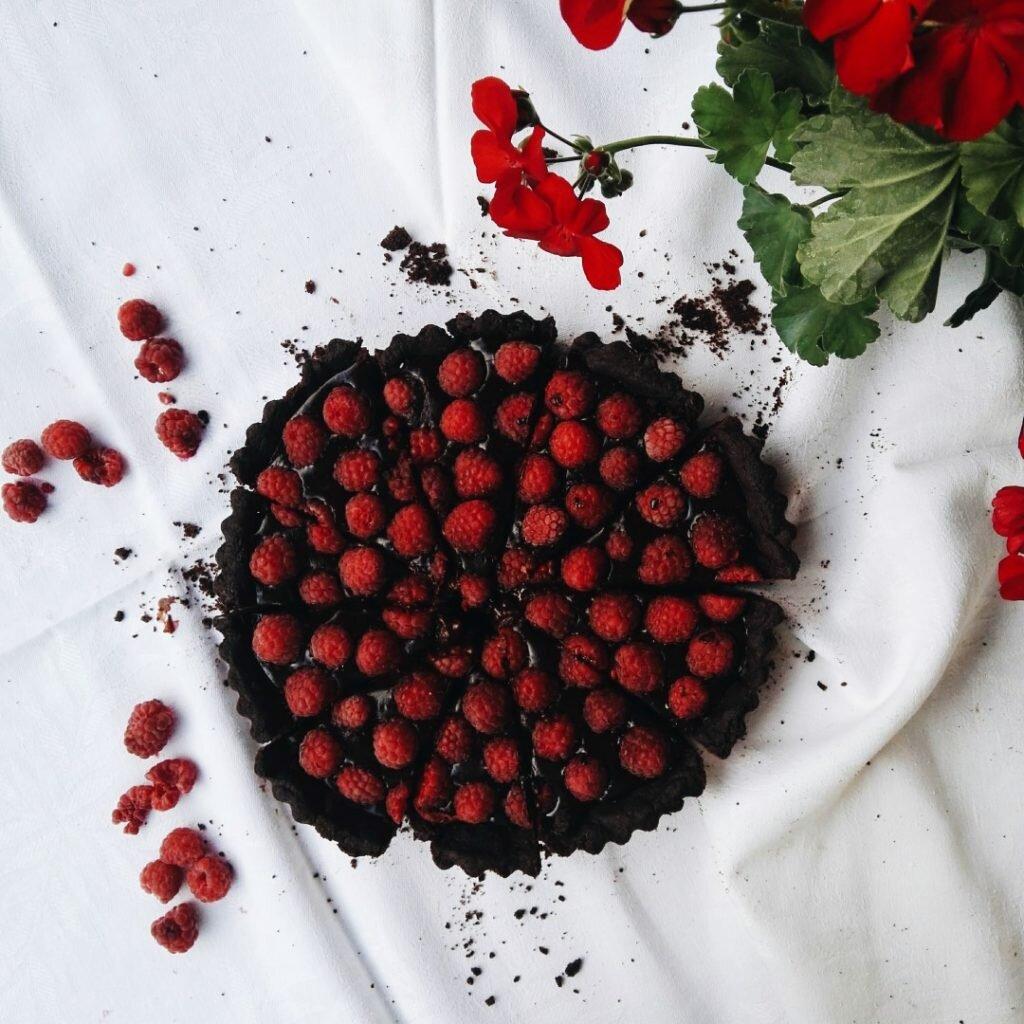 Podwójnie czekoladowa tarta z malinami 7