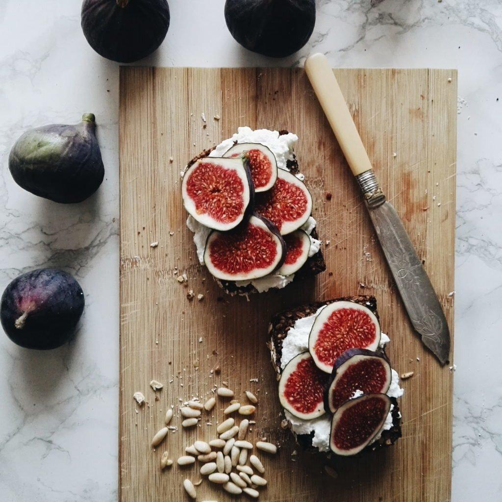Jesienne kanapki z ricottą, figami i miodem waniliowo-cytrynowym 7