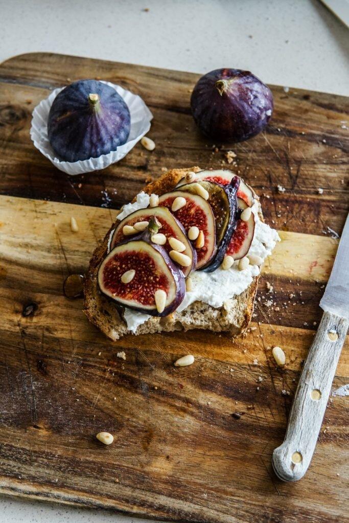 Jesienne kanapki z ricottą, figami i miodem waniliowo-cytrynowym 5