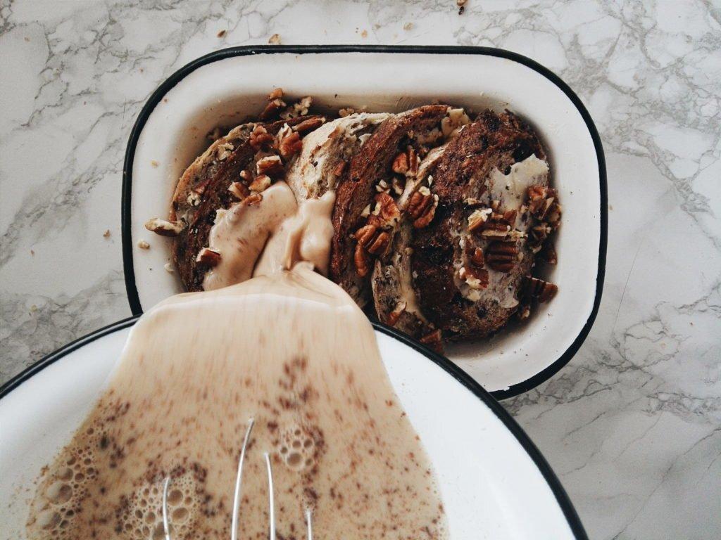 Razowy bread pudding z pekanami 1