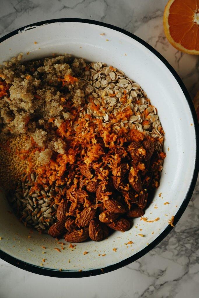 Odżywcza pomarańczowa granola z kaszą jaglaną, quinoa i migdałami 6