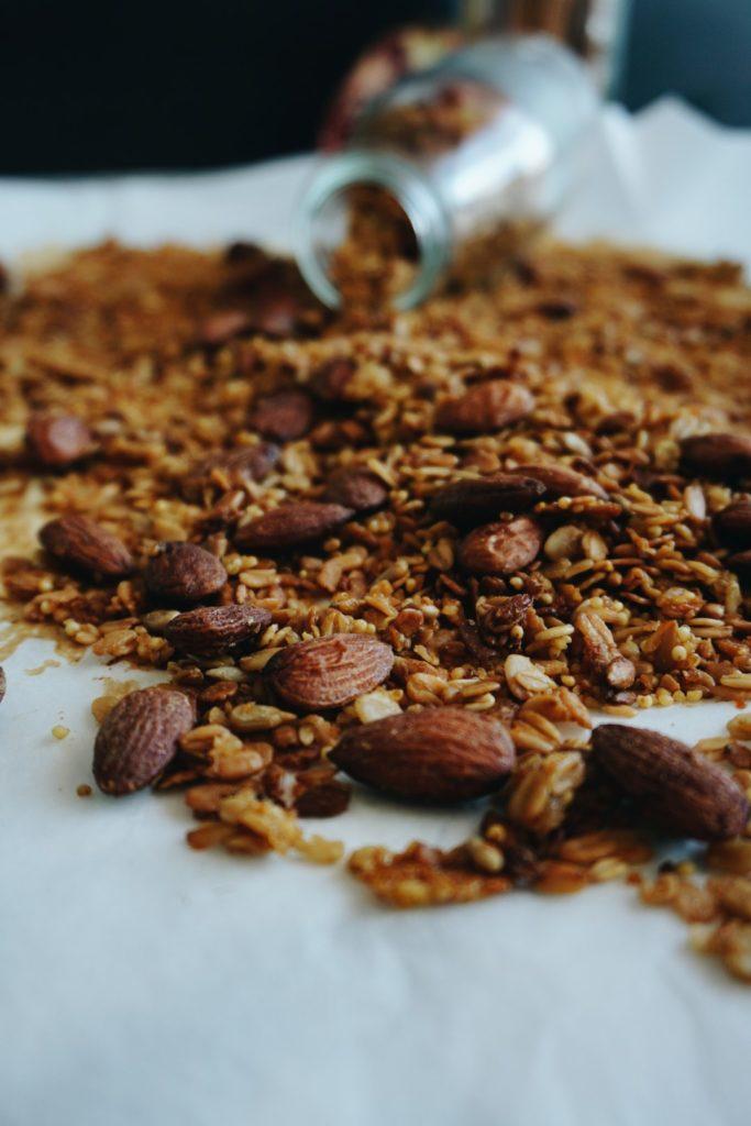 Odżywcza pomarańczowa granola z kaszą jaglaną, quinoa i migdałami 8