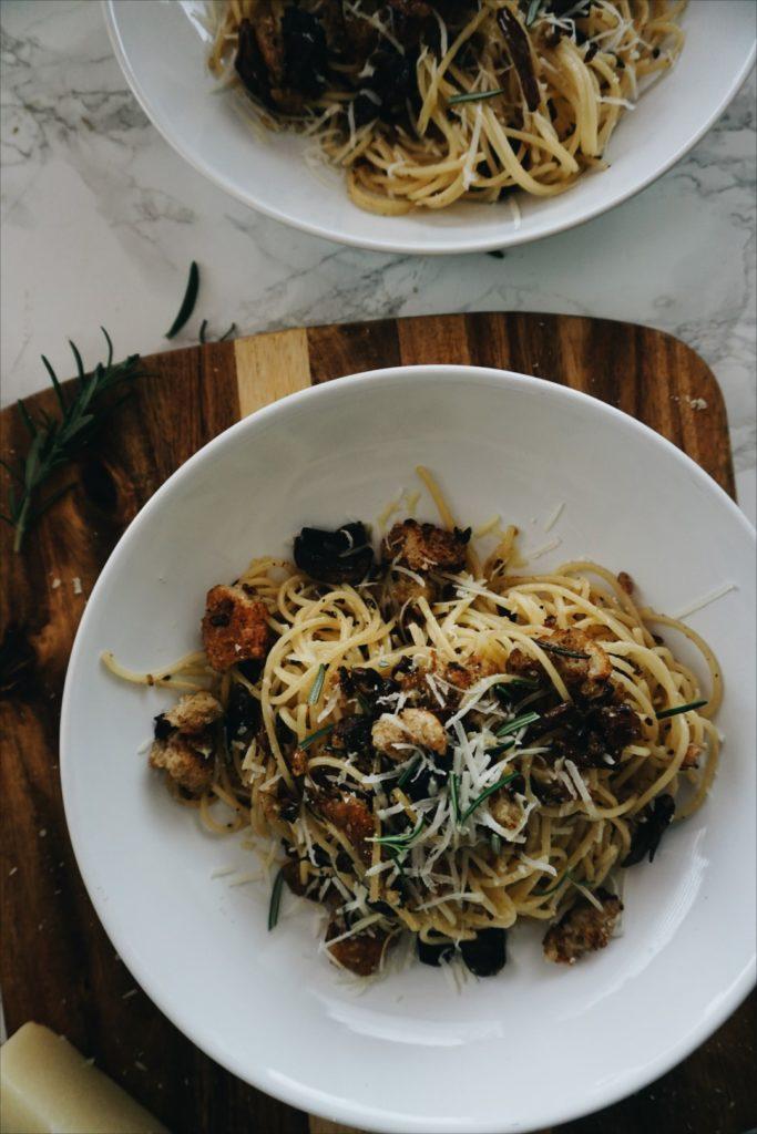 Makaron z borowikami, pecorino i grzankami 6