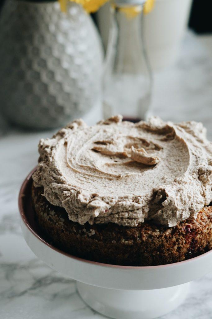 Kardamonowe ciasto z kremem z palonego masła 3
