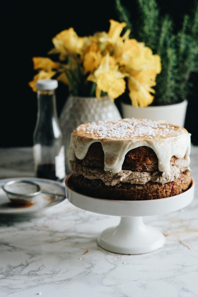 Kardamonowe ciasto z kremem z palonego masła 9