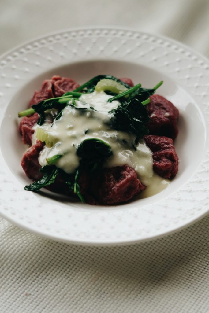 Gnocchi buraczane z sosem gorgonzolowym 12