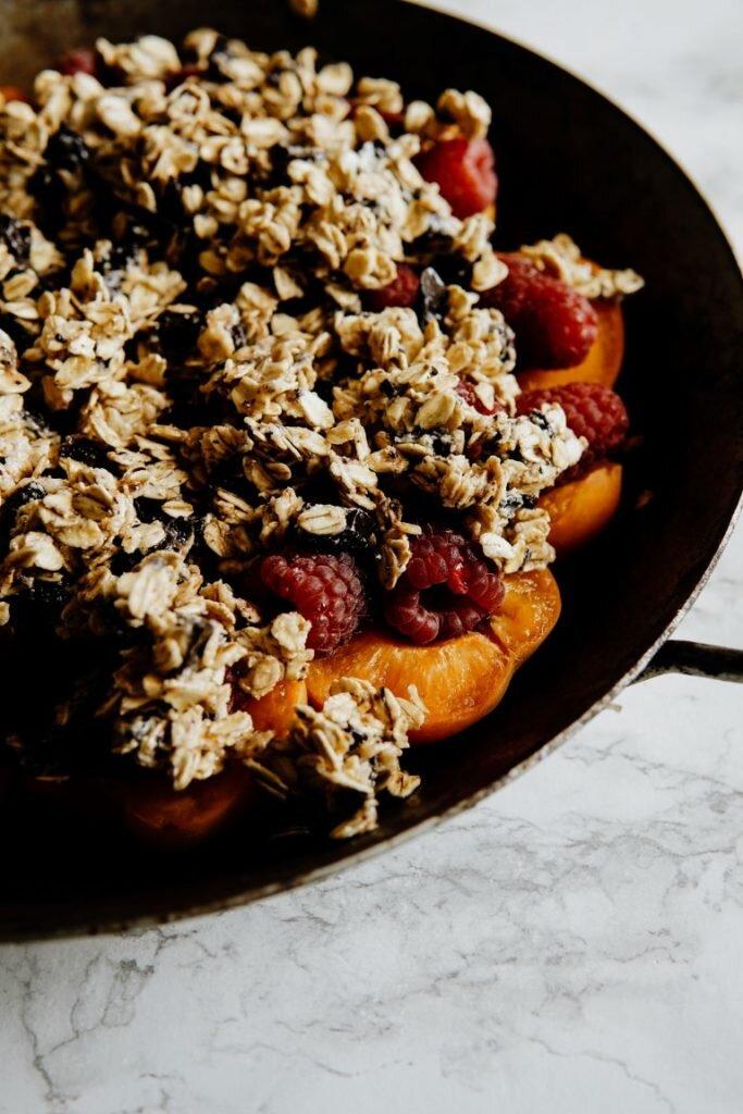 Owoce pod czekoladowo-owsianą kruszonką dla Hello Zdrowie 6
