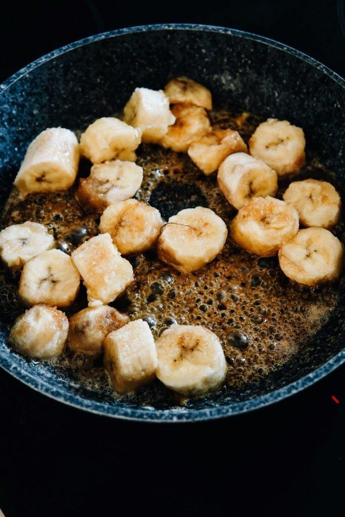 Muffiny z karmelizowanymi bananami, dżemem porzeczkowym i masłem orzechowym 5