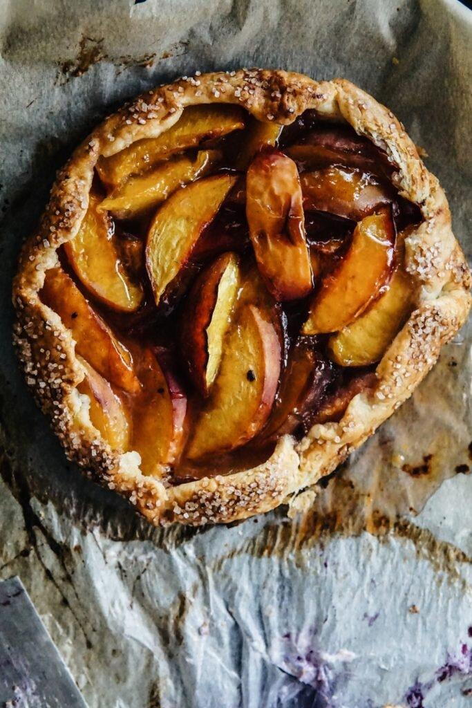 Proste listkujące ciasto z owocami - galette 8