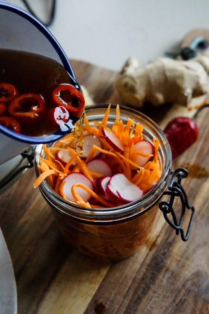 Piklowana marchewka i rzodkiewka z chili 4