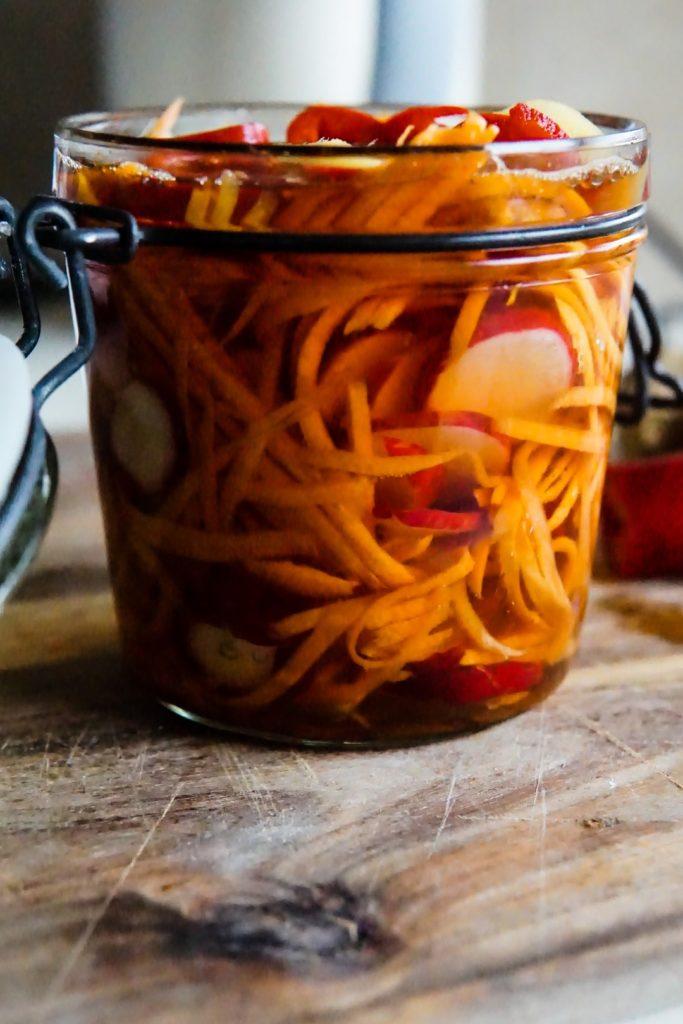 Piklowana marchewka i rzodkiewka z chili 2