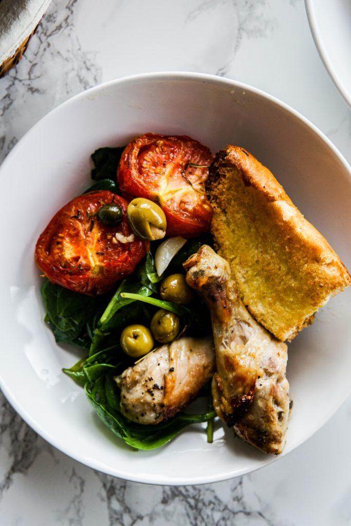Kurczak pieczony w pomidorach, oliwkach i czosnku 3