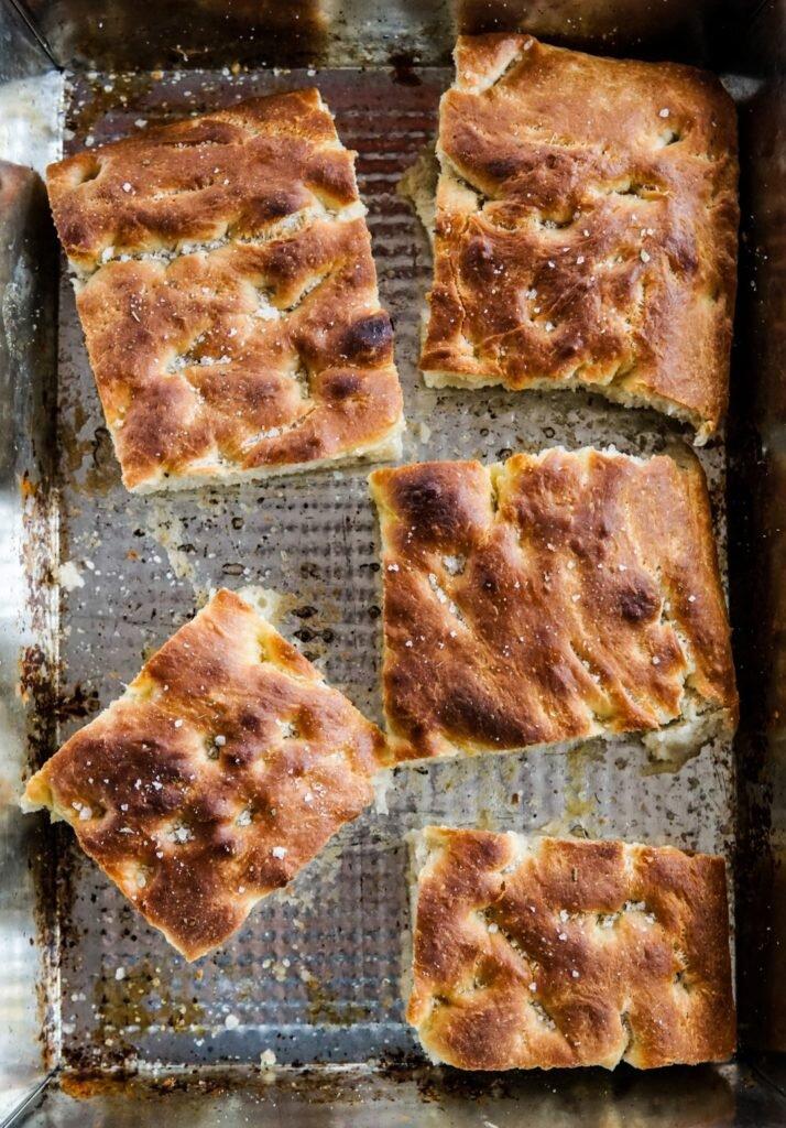 Focaccia z gruszką, serem pleśniowym i rozmarynem 3