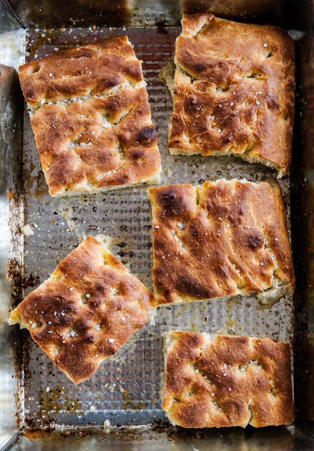 Focaccia z gruszką, serem pleśniowym i rozmarynem 8
