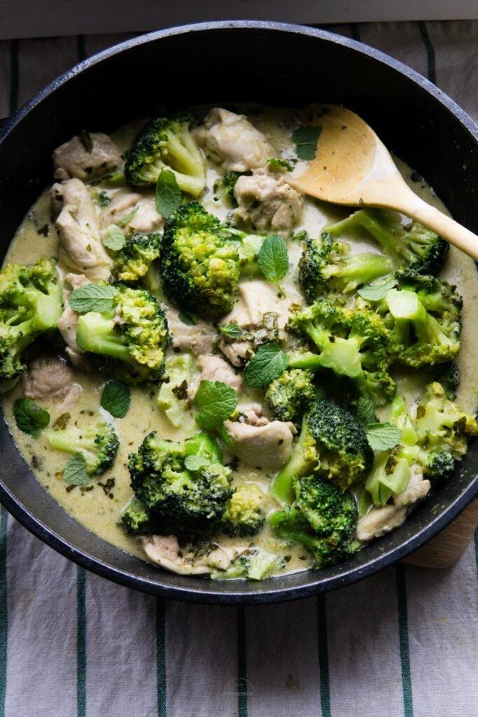 Tajskie zielone curry z kurczakiem i brokułem 6
