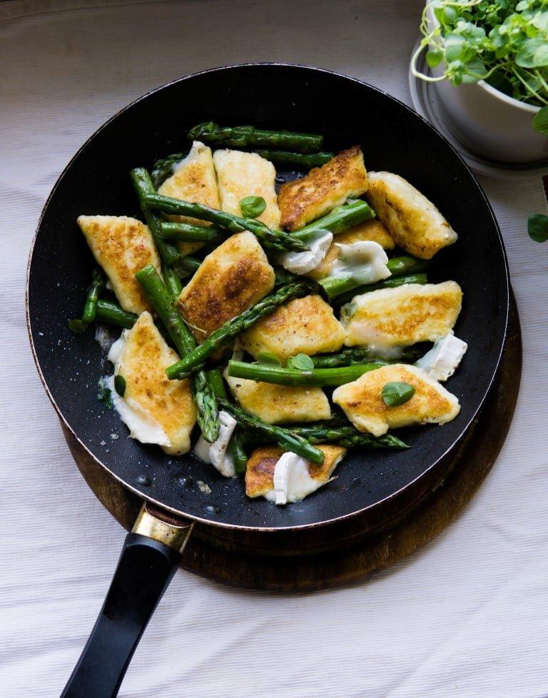 Leniwe ze szparagami i serem kozim 1