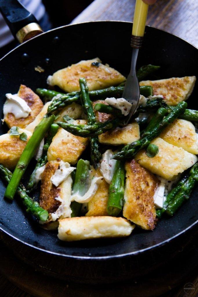 Leniwe ze szparagami i serem kozim 2