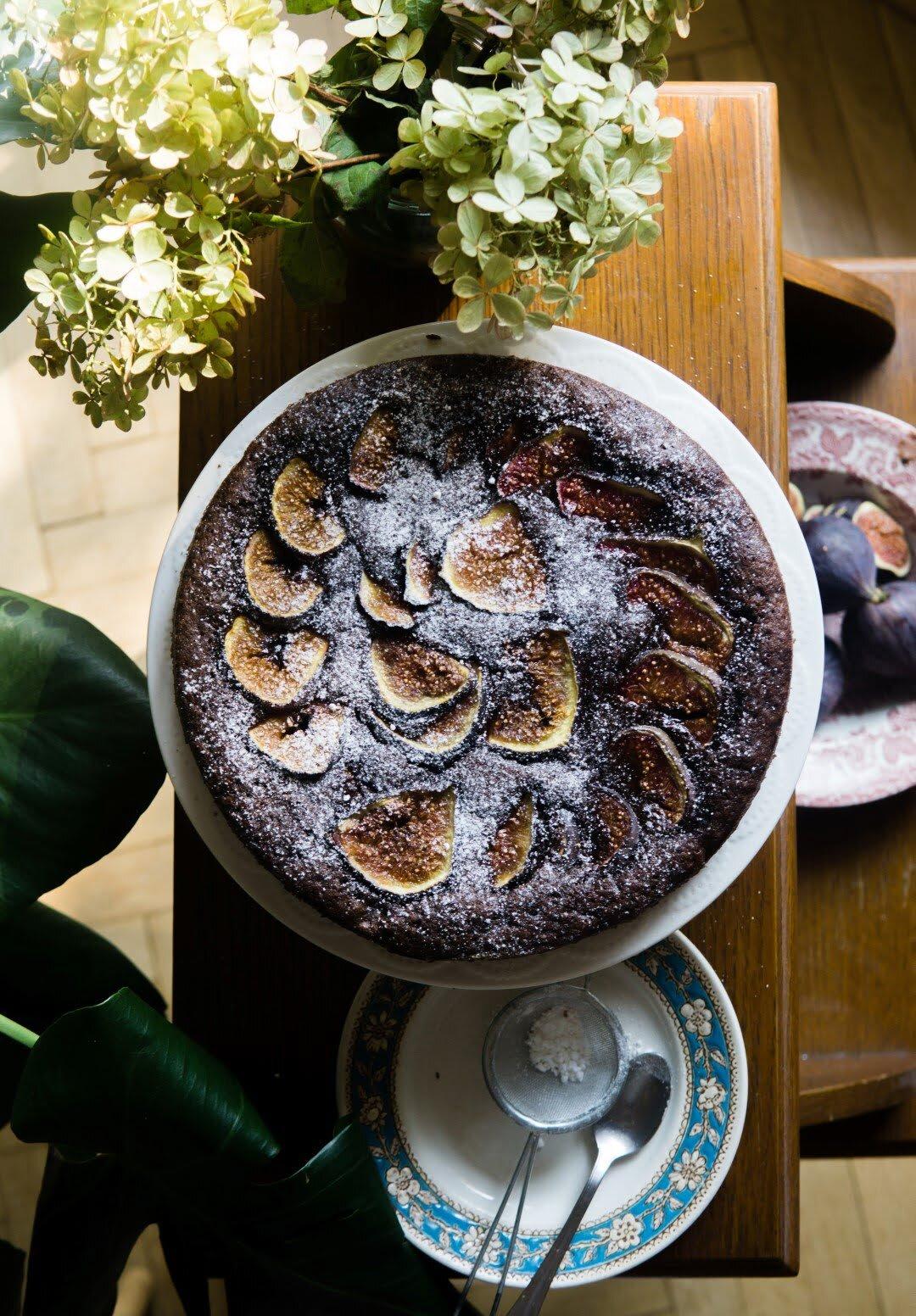Wilgotne ciasto czekoladowe z figami 1