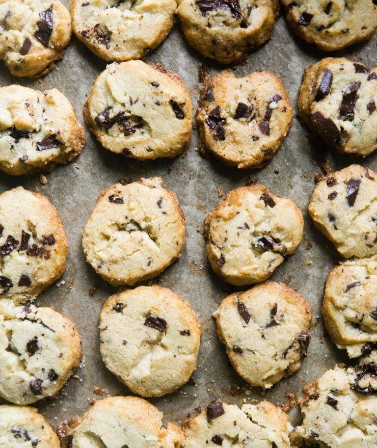 Maślane ciasteczka kruche z czekoladą i solą 8