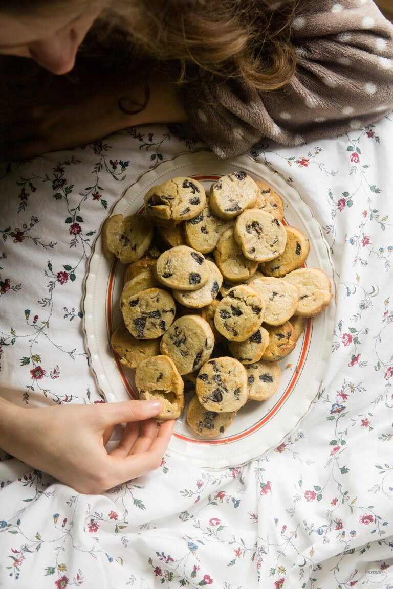 Maślano-miodowe ciasteczka z suszonymi śliwkami 10