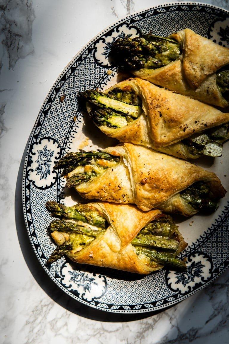 Szparagi w cieście francuskim z serem kozim i pesto 2