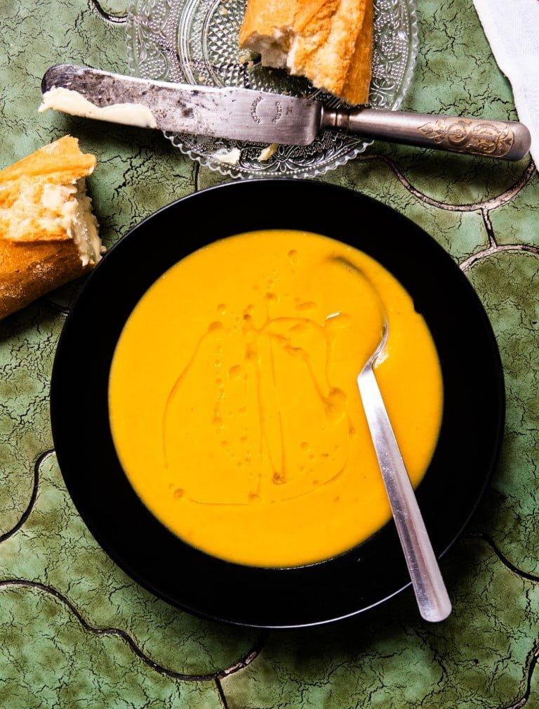 Bezproblemowy krem z dyni z sokiem pomarańczowym i chili 3
