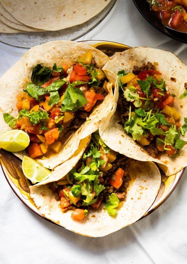 Tacos z wołowiną i salsą pomidorowo-śliwkową 2