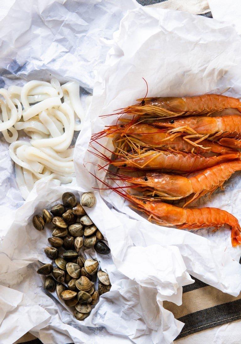 Paella z owocami morza — przepis i historia 2