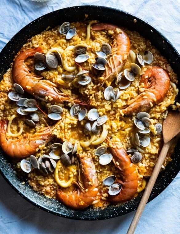 Paella z owocami morza — przepis i historia 14