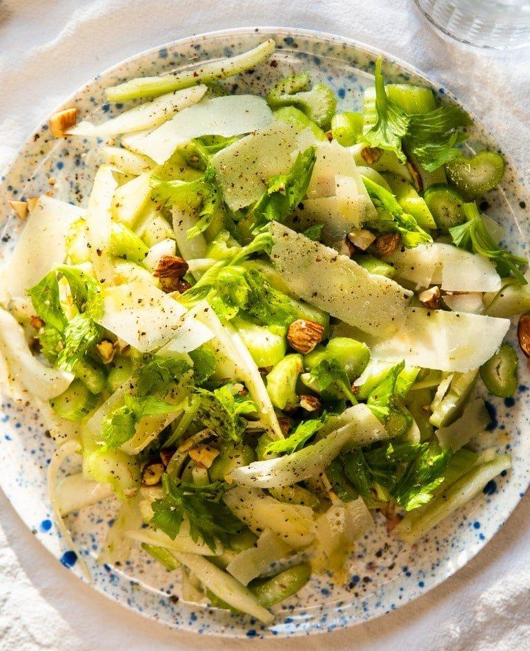 Sałatka z selera naciowego, kopru włoskiego i pecorino 2