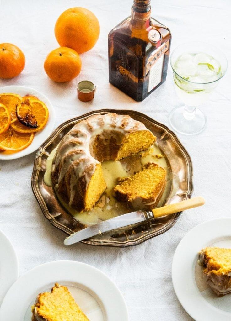 Pomarańczowa babka na likierze Cointreau z polewą z białej czekolady 3