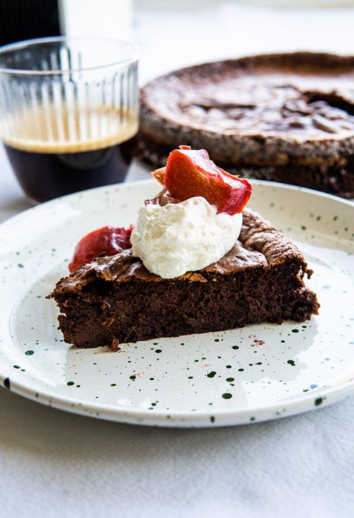 Lekkie bezmączne ciasto czekoladowe z kawą 5